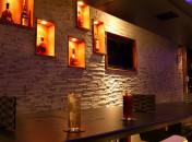 世界初!バースタイルの焼肉屋。お洒落なバーで楽しいお酒をお飲み下さい。